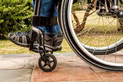 pacjent z RZS-em na wózku inwalidzkim